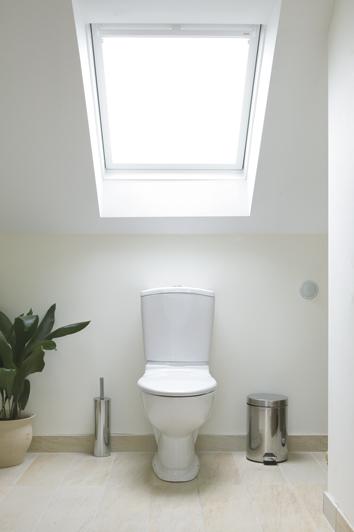 bathroom-centre-pivot-white-finish